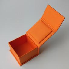 Коробка подарочная с магнитным клапаном малая
