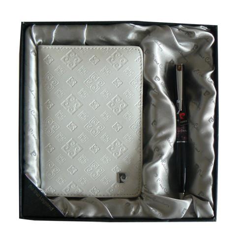 Набор: Обложка для паспорта и ручка.  Ручка шариковая, латунь+лак, акрил, хром. Цвет белый.